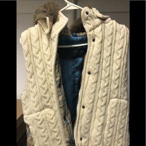 Vest with removable fur trim